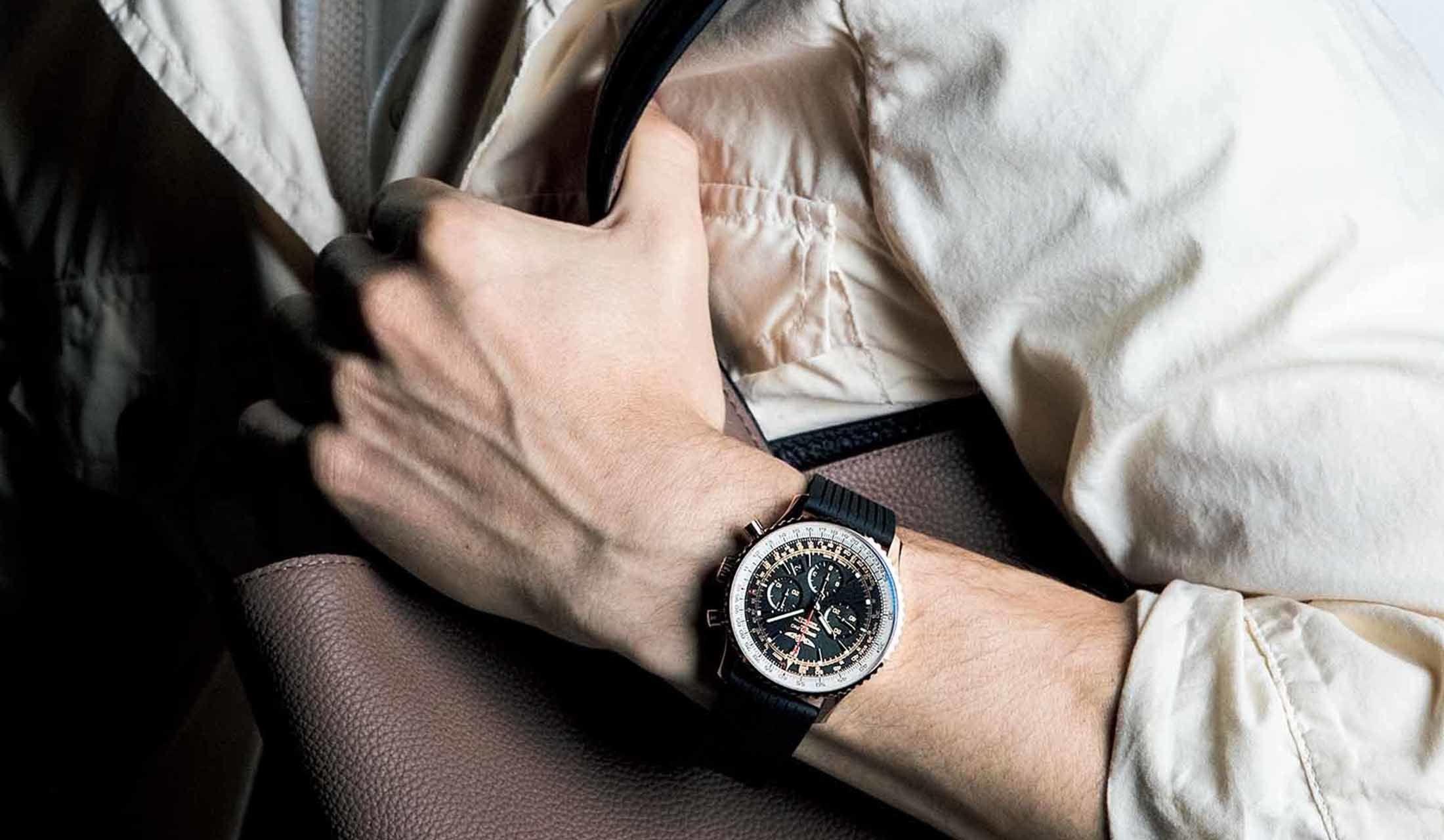 腕につけた時計