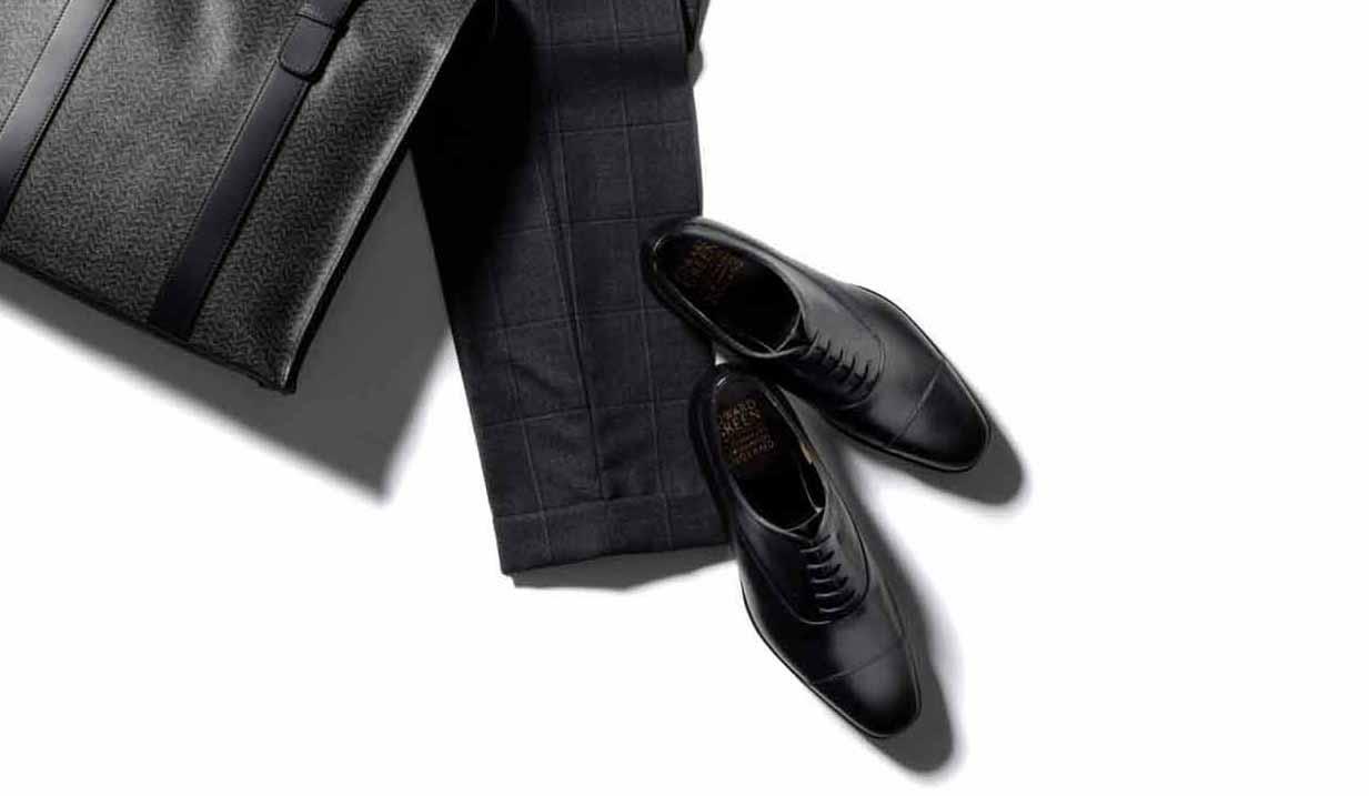 鞄、パンツ、靴
