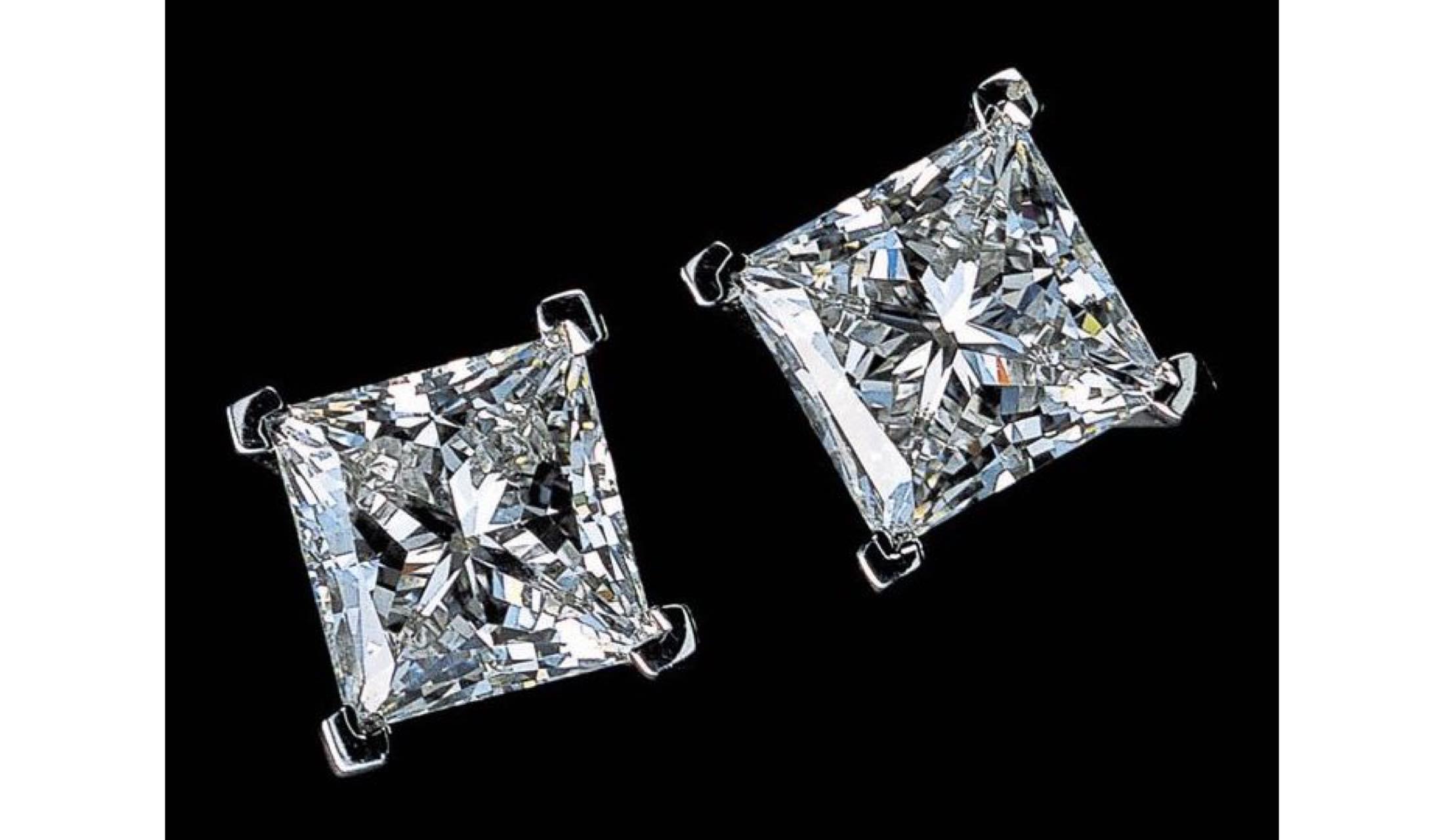 ダイヤモンドのイヤリング(スクエア・シェイプ)