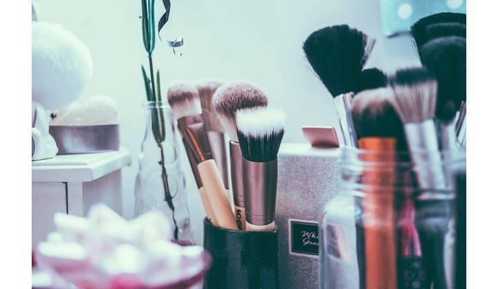 ブラシなどの化粧品