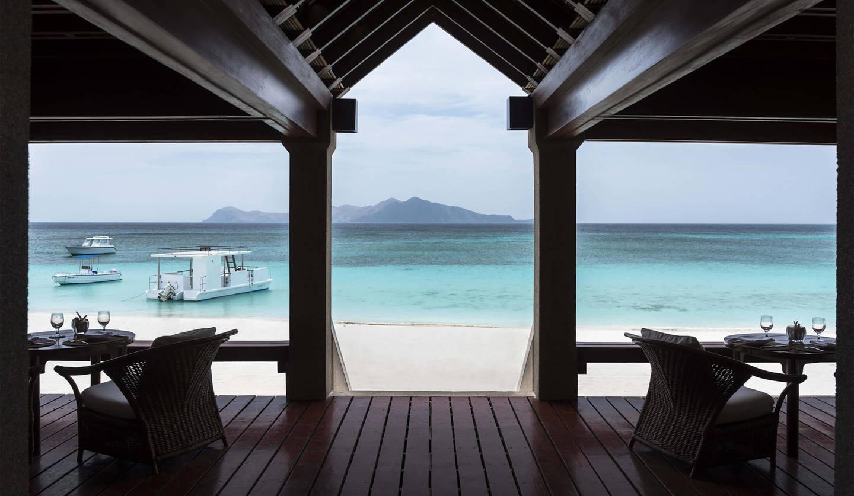 海を眺めながら、食事を楽しめるビーチクラブ