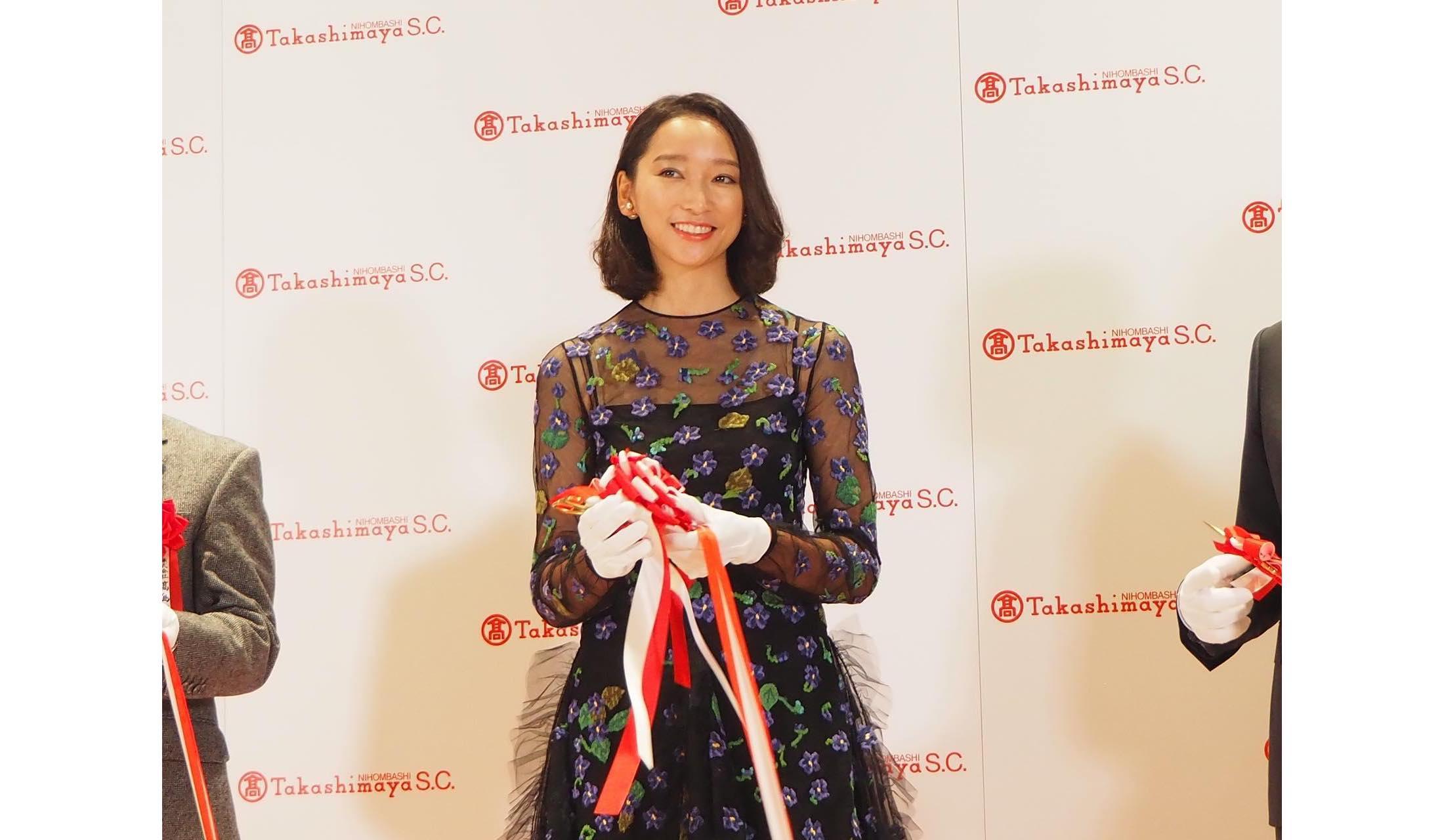 2018年9月25日、「日本橋髙島屋S.C」のオープン前に行われたテープカットに登場した杏さん。