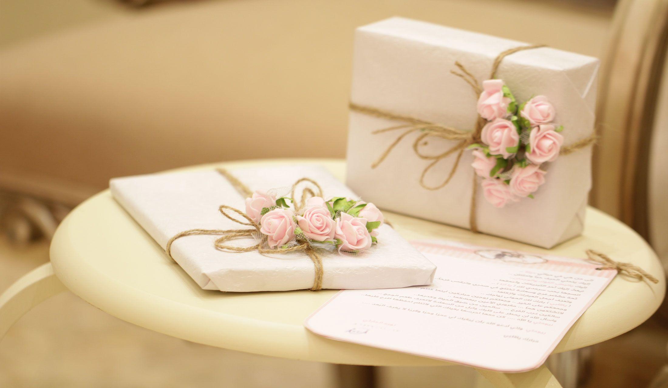 箱に入った手土産と手紙