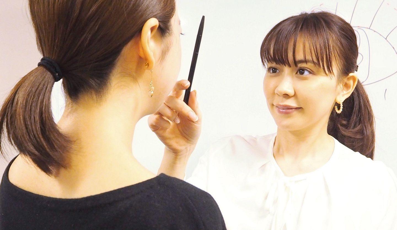 目元診断をしている垣内綾子さん