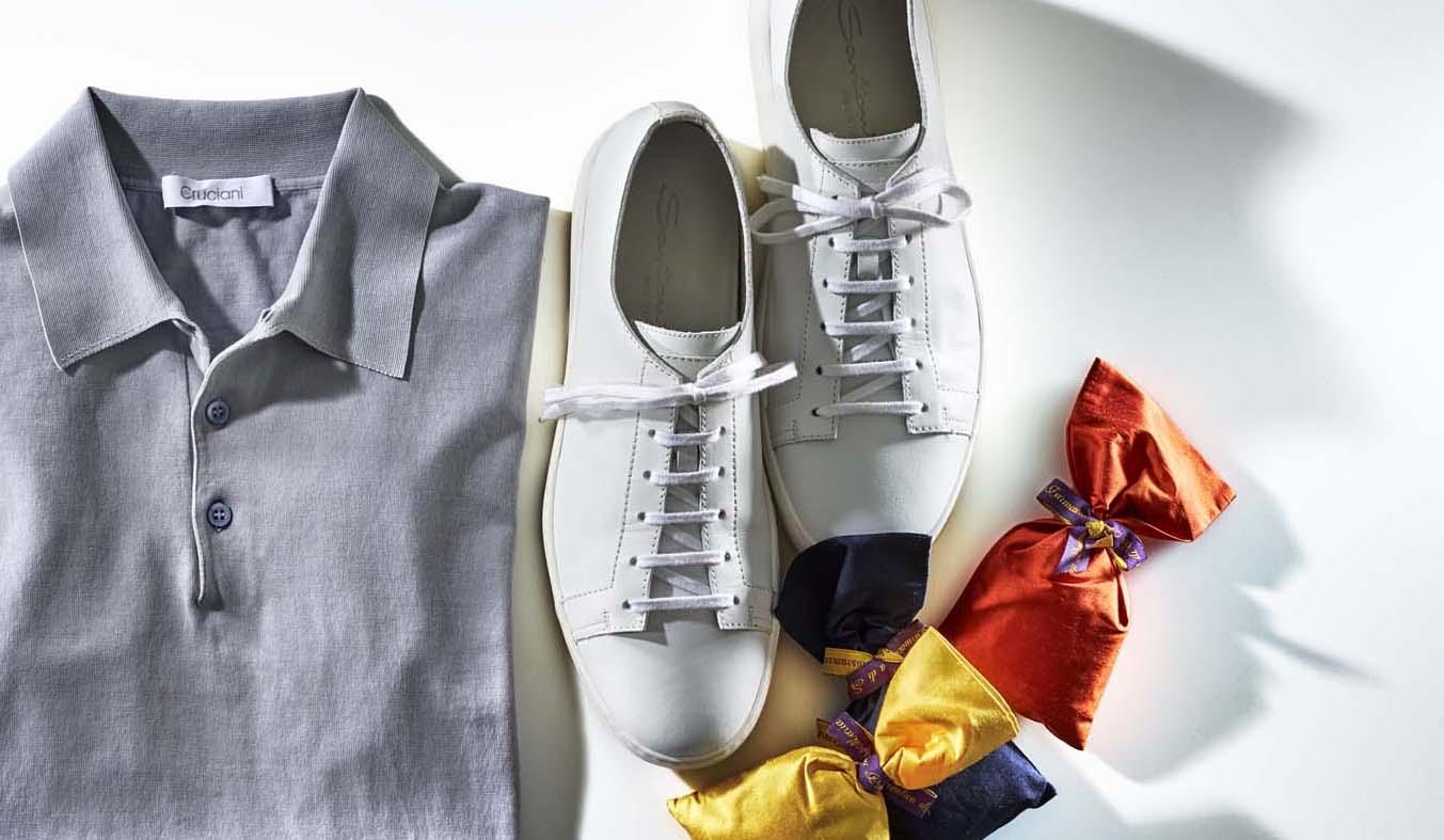 クルチアーニのニットポロ、靴、サンタマリアノヴェッラのポプリ