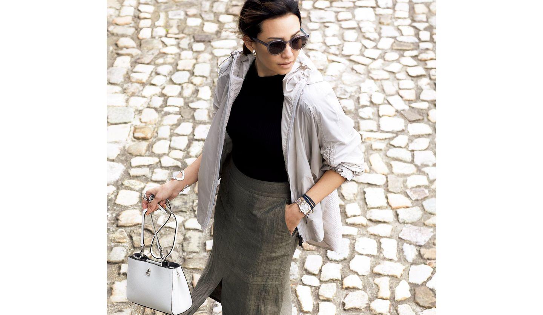 オーデマ ピゲの時計を身に着けた女性の写真。
