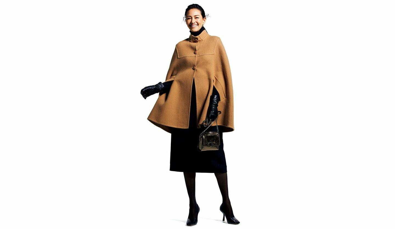 「ミラ・ショーン」のクチュールポンチョの着こなし
