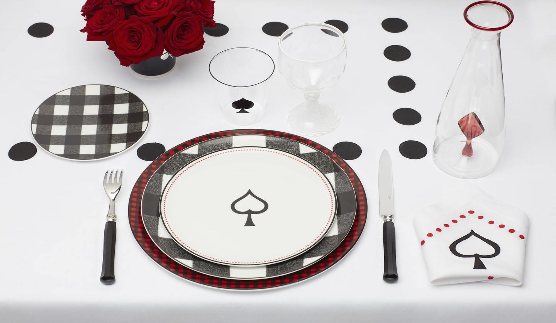 プレイフルな柄のディオールの英国への愛着を感じる限定テーブルウェア