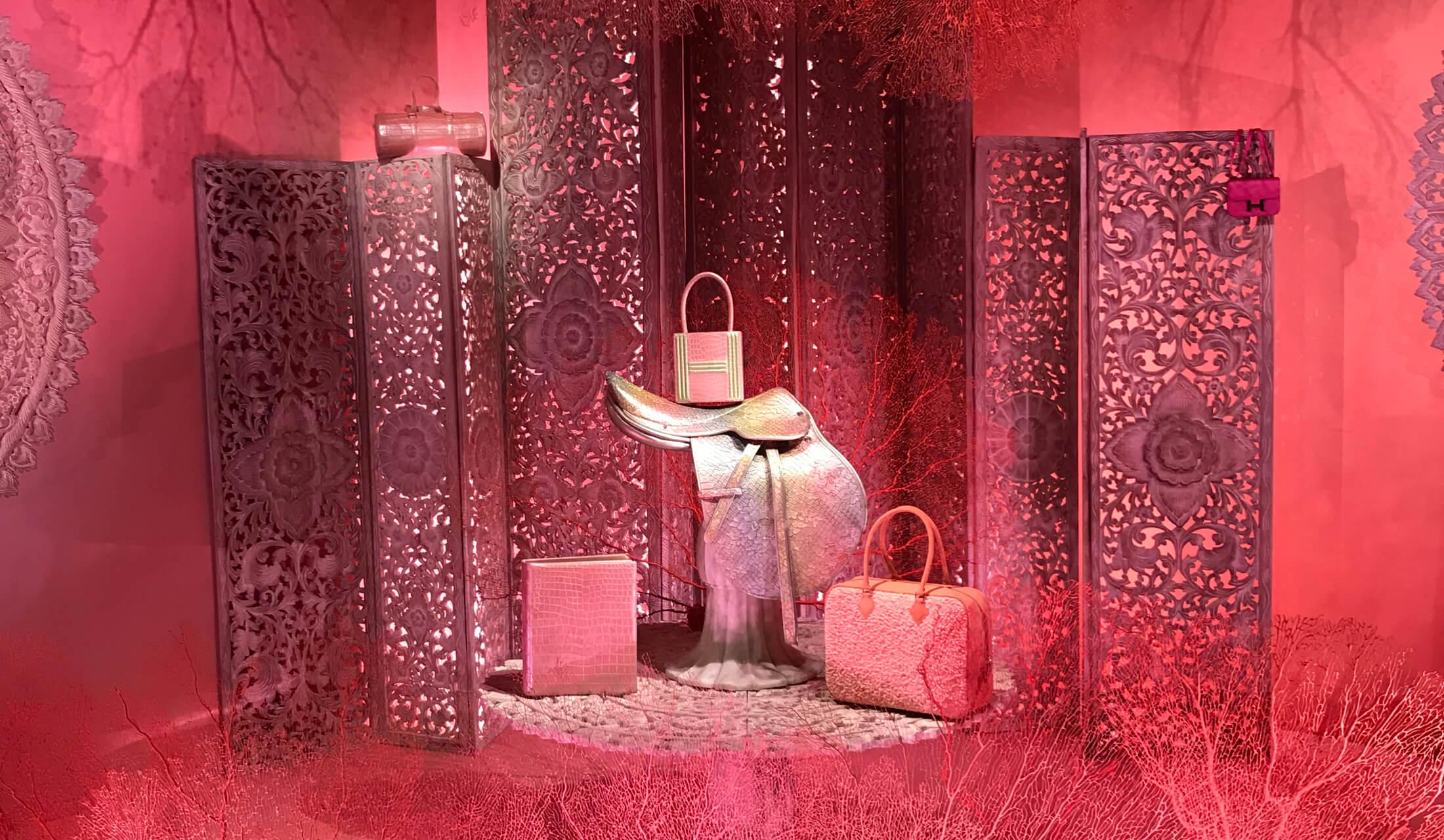パリ、グラン・パレで開催中の『Hermès à Tire-d'Aile – Les mondes de Leïla Menchari(「羽ばたくエルメスーレイラ・マンシャリの世界」の意味)』