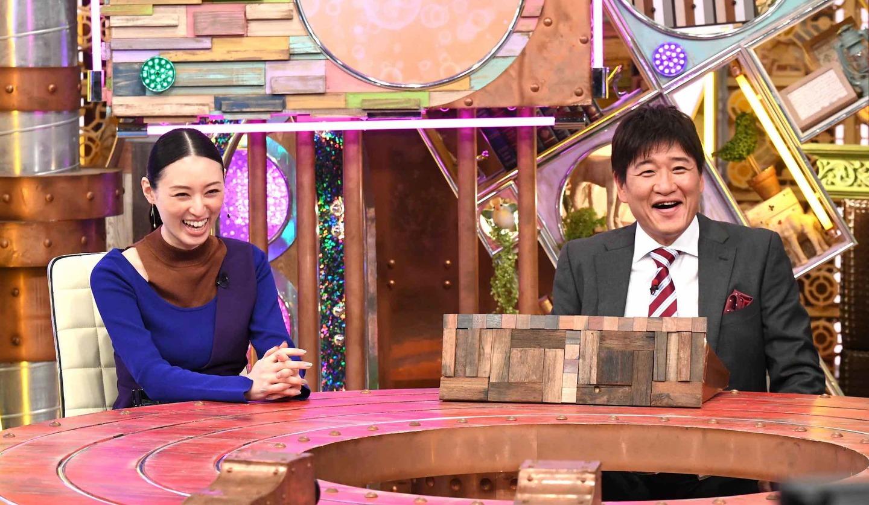 ポツンと一軒家 林修先生と栗山千明さん ©ABCテレビ