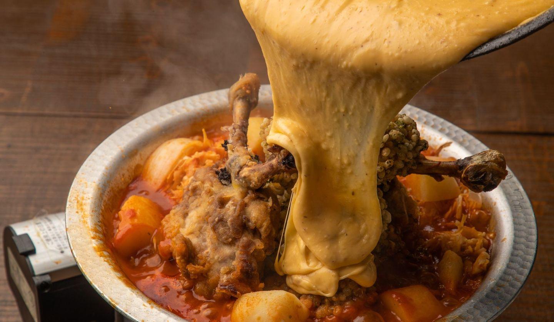 鶏料理専門店「鳥福」の「山盛り唐揚げととろーりチーズのトマト悪魔鍋~天使か悪魔か!?~」