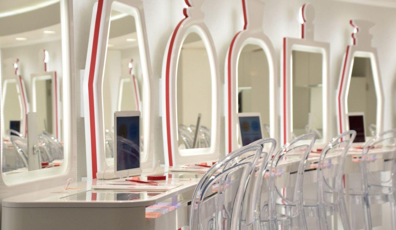 化粧室に設備された化粧台