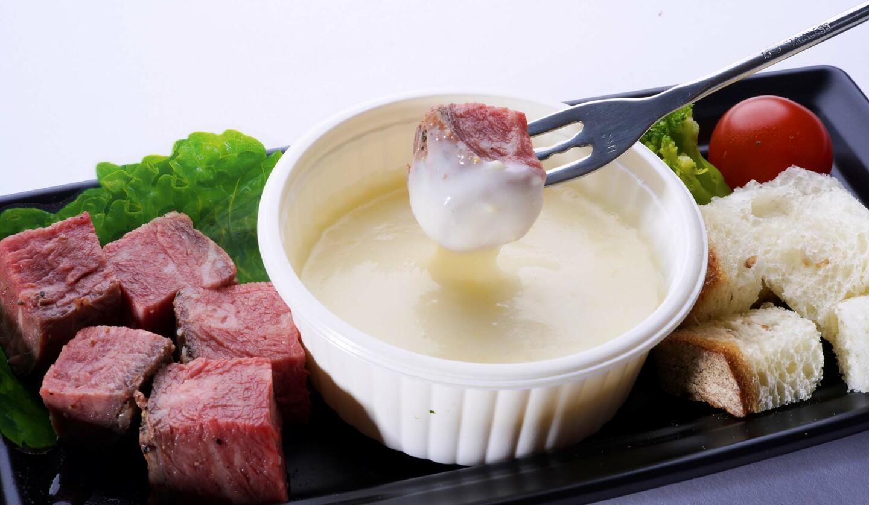 ポール・ボキューズデリの「ローストビーフのチーズフォンデュ仕立て」の画像