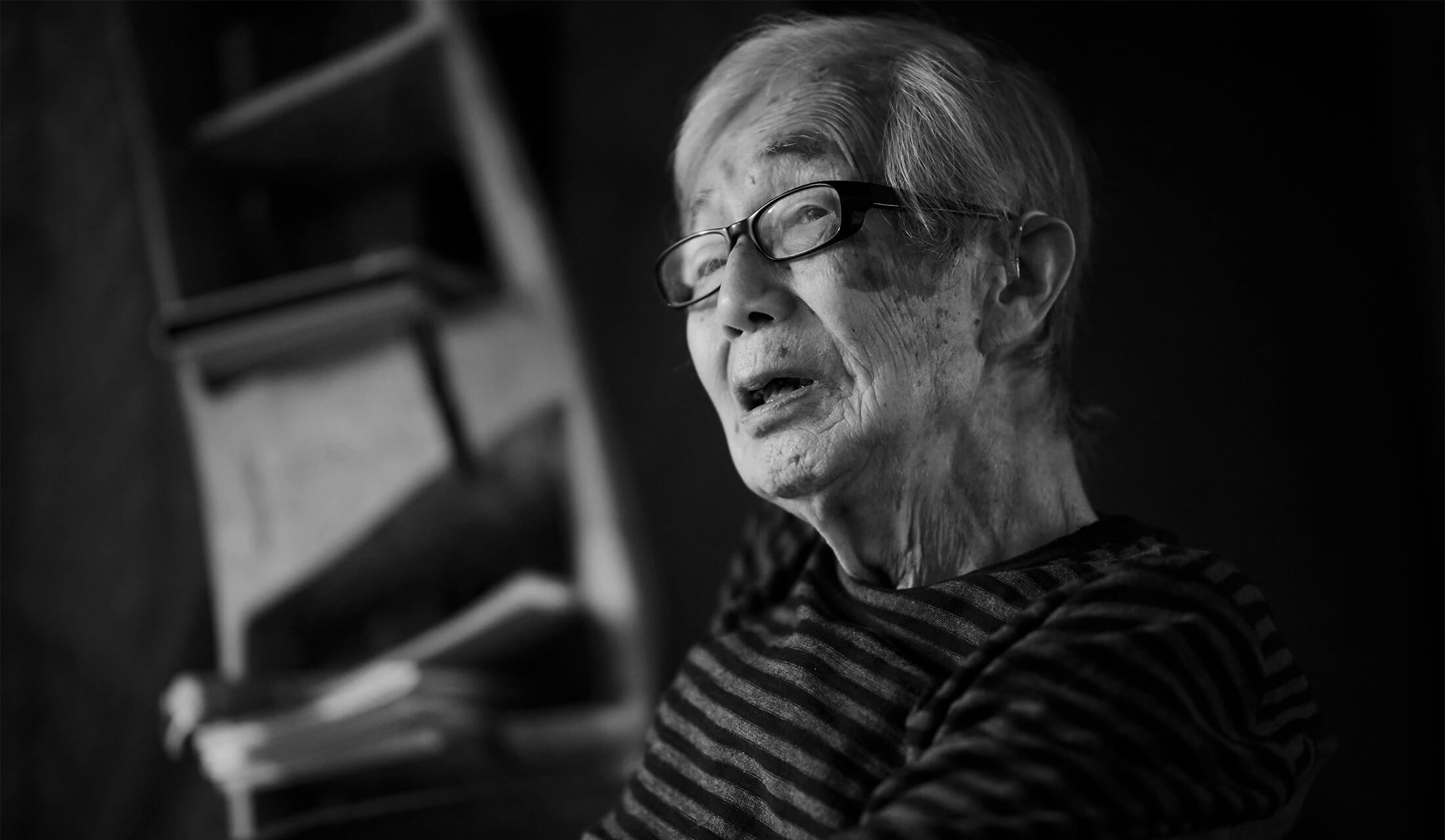 95歳の染色家・柚木沙弥郎氏へのインタビューシーン