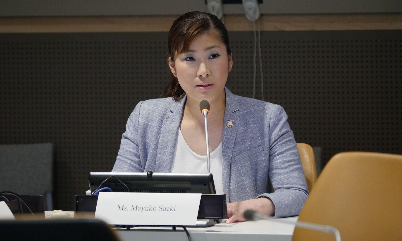 国連でスピーチをしている佐伯真唯子さん