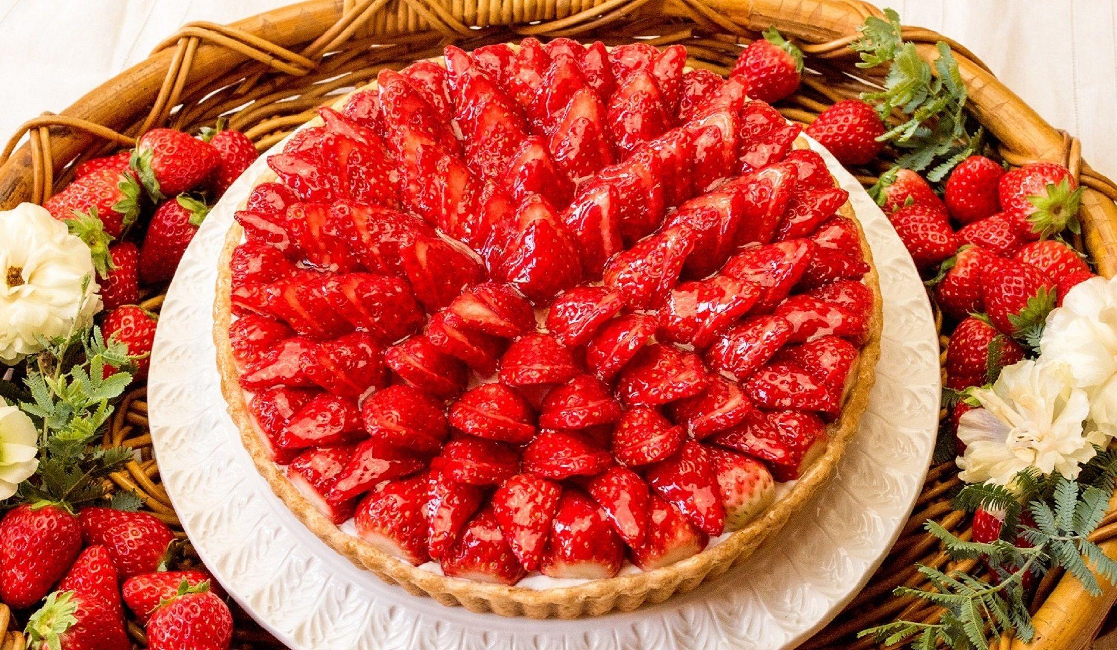 フルーツタルト専門店キル フェ ボン のホワイトデー限定「イチゴとホワイトチョコババロアのタルト」