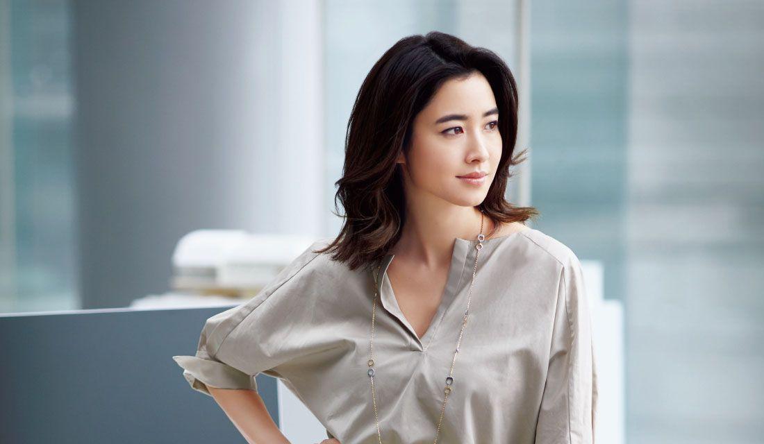 白Tシャツ・オフィススタイル他、大人女性のコーデ集