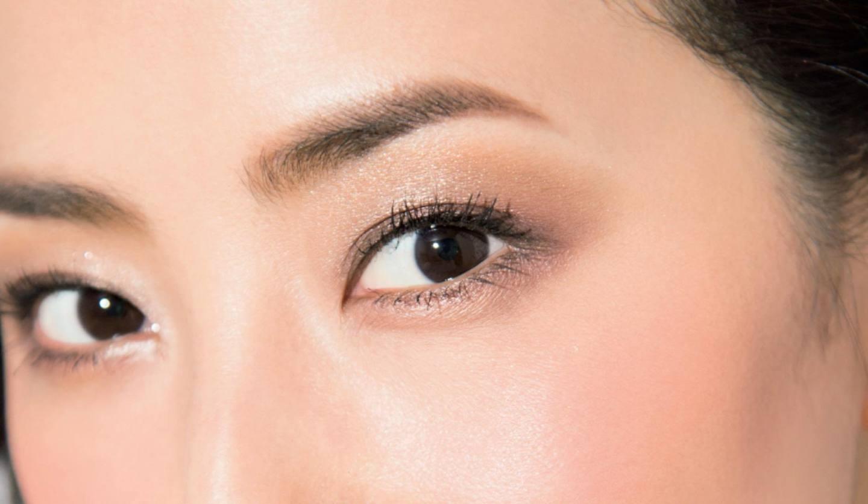 モデル真樹麗子さんの目元対策メイクをほどこした顔