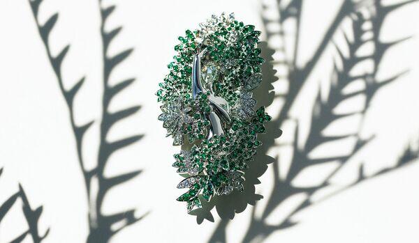「ヴァンクリーフ&アーペル」のブローチ|庭園モチーフの優しい煌きに魅せられて