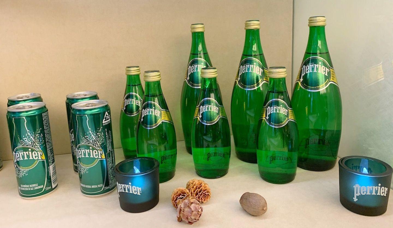 ペリエ発表会の様子とペリエのボトル