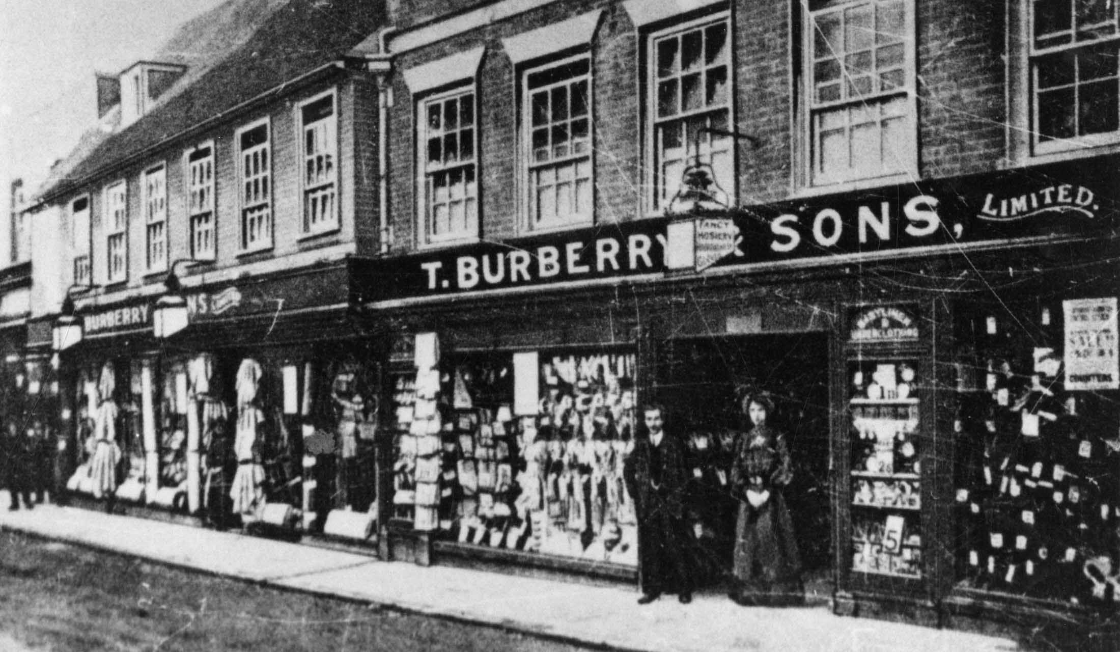 1865年に、イギリスのベイジングストークにオープンしたバーバリー1号店