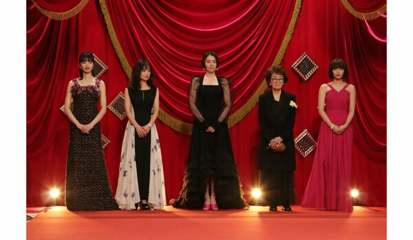 【ファッション速報】第44回「日本アカデミー賞」授賞式|長澤まさみさん、後藤久美子さんら女優たちの装いはダークトーンに人気集中!