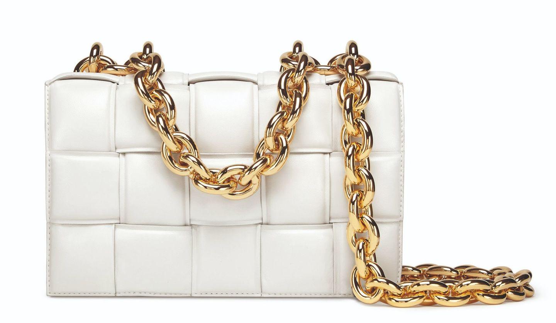 ボッテガ・ヴェネタの人気モデルが進化した新作バッグ「ザ・チェーン カセット」