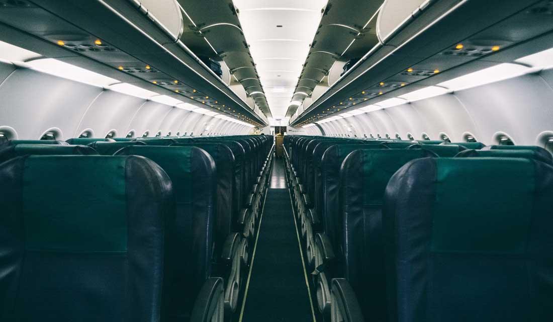 飛行機の機内、座席シート