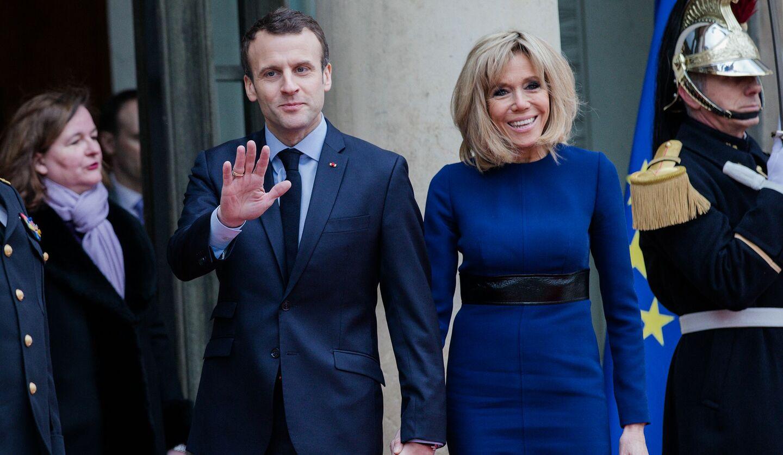 エマニュエル・マクロン(左)、夫人のブリジット・トロニュー(右)